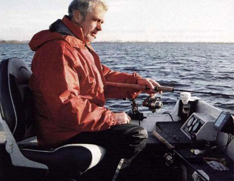 как рыбачить в отвес с лодки