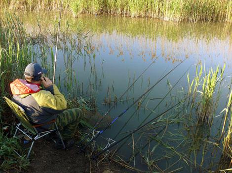 ответы кто рыбачит на реке с тонкой удочкой в руке