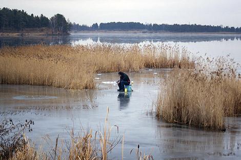 Рыбалка по первому льду на челябинских озерах