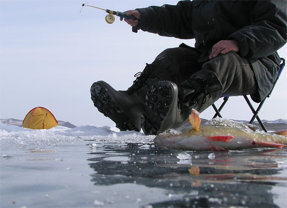 В Татарстане сняли со льдины больше 200 рыбаков. в России.  В Татарстане спасатели эвакуировали 202 рыбака с...