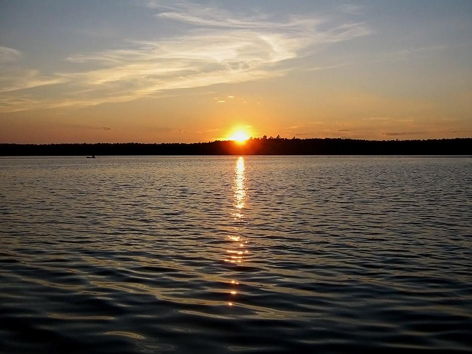 """Озеро является Памятником природы  """"Озеро Шамьяры """".  Охране подлежат: водоем, места отдыха и гнездования водоплавающих..."""